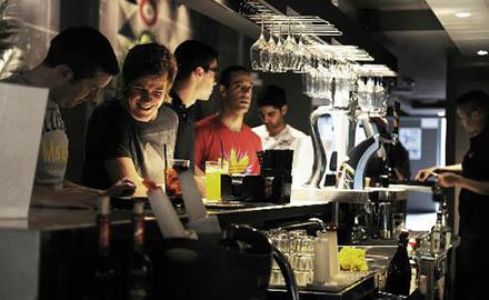 Bar sportif tendance Le Belushi's à Barcelone