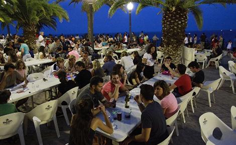 Vivez le concours international de pyrotechnie pendant des repas à l'extérieur !